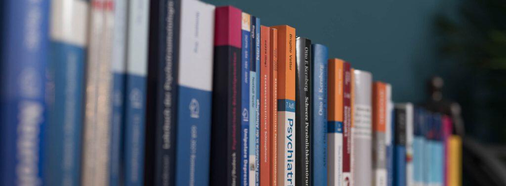 Bücher in der Praxis Dr. Thurm